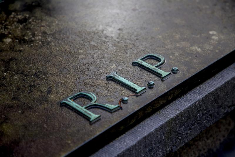 RIPservices-grave-2036220_1920